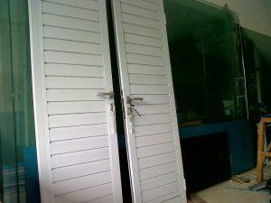 harga-pintu-spandrel-aluminium-300×225-9